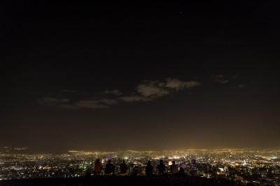 Tikai nakts laikā un agrā rītausmā pilsēta ir tīra no smoga. Teherāna.