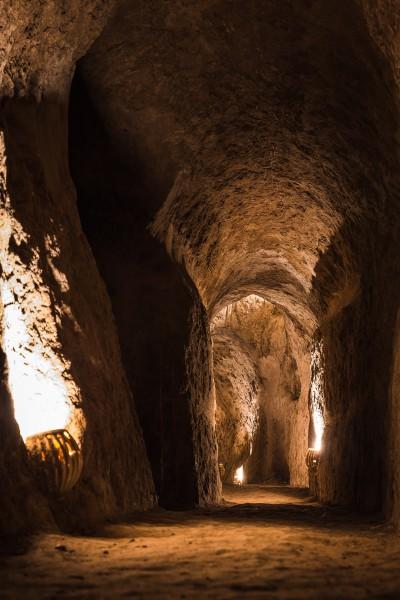 Pilsētas pazemes tuneļu sistēmas, kas tika atklātas tikai ~1986. gadā, un tikai nepilnu dekādi ir pieejamas apmeklētājiem. Nooshabad.