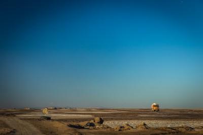 No sālsezera ik pēc 15min izved pilnas kravas ar sāli. Namak salt lake.