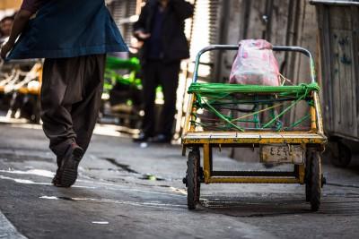 Viens no svarīgākajiem transportlīdzekļiem šaurajās ieliņās. Teherāna, Grand Bazaar.