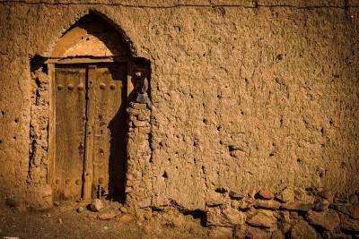 Ciemats slavens ar savu unikālo arhitektūru - no māla un salmiem būvētajām mājām, kas saglabājušās gadsimtiem ilgi.