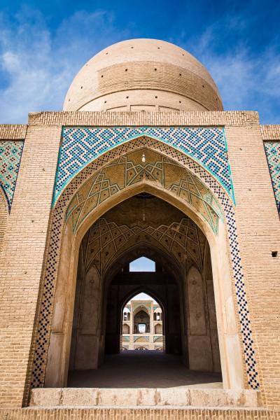 Simetrija. Kashan, Agha Bozorg Mosque.