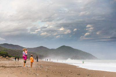 Vidusjūras šarms un aicinājums atveldzēties satrakotās jūras viļņos pēc labi pavadītas klinšu kāpšanas dienas.