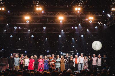 """Kopbilde. Fonds """"Viegli"""" ziemassvētku koncerts. Rīga, Latvijas Dzelzceļa muzejs."""