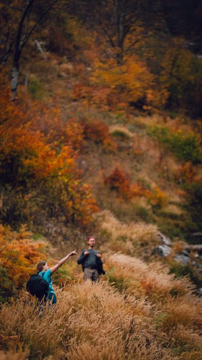 Meklējot to īsto un pareizo taku, kas it kā ir iezīmēta kartē, bet dabā ne vella nav atrodama. Albānija, Valbones ielejas nacionālā parka kalnos.