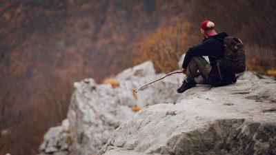 Miers, klusums un būšana pašam ar sevi dabā. Albānija, Valbones ielejas nacionālā parka kalnos.
